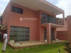 Location villa 05 pièces - Cocody