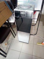 Distributeur d'eau + mini réfrigérateur