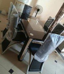 Table à manger - 6 chaises