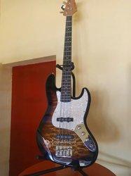 Guitare basse + ampli basse + accessoires