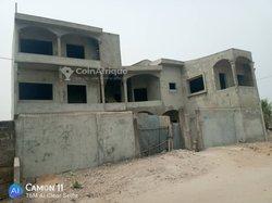 Vente appartement 5 pièces inchevées - Cotonou