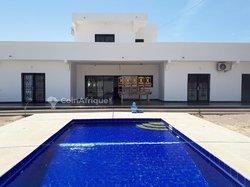 Vente Villa moderne avec piscine - Nianing