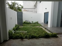 Location villa duplex 5 pièces - Fidjrosse