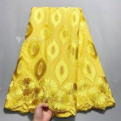 Tissu brodé