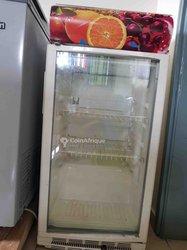 Réfrigérateur vitrine transparent