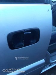 Cherche Poignée - Mitsubishi Space Wagon 2002