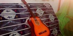 Guitare classique en bois