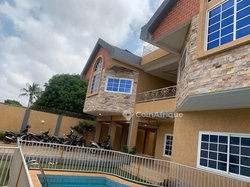 Location  villa haute standing avec piscine sise à Tokoin Hountigome