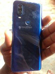 Recherche Pochette Motorola One Vision