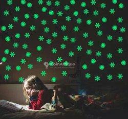 Étoiles, flocons de neige et cœurs lumineux