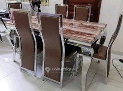 Table a manger six chaises en marbre