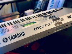 Piano Yamaha Motif Es8
