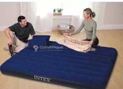 Matelas gonflable avec deux oreillers
