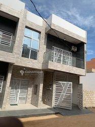 Location villa 05 pièces - Ouakam