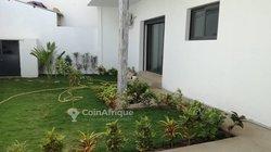 Location villa 5 pièces - Yoff