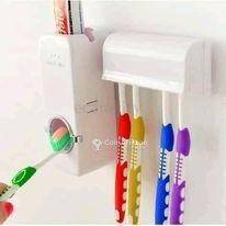 Mini distributeur de dentifrice