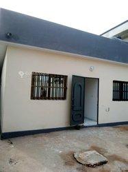Location Villa 4 pièces + boutique - Amadahomey