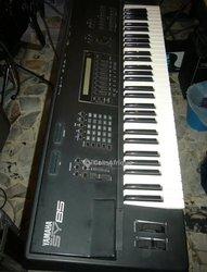 Piano Yamaha SY85