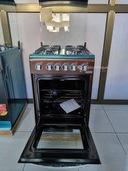 Cuisinière 4 foyers à gaz