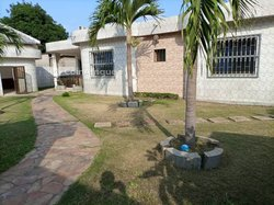 Location Villa basse 5 pièces + 2 dépendances - Adidogomè Soviepé