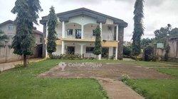 Location villa duplex 10 pièces - Odza