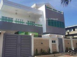 Vente villa duplex 8 pièces - Houéyiho Cotonou