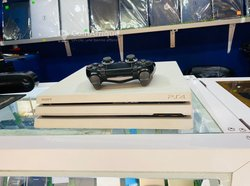 Console PlayStation 4 Pro Pucer - 2 manettes