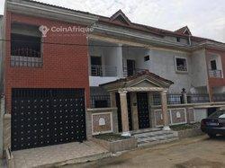 Vente immeubles R+2 - Cocody