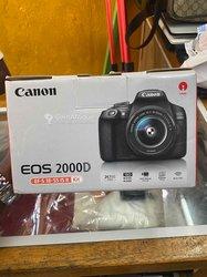Appareil photo Canon EOS 2000D + objectif Canon 18-55mm