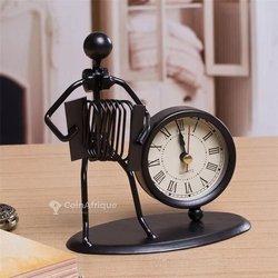 Figurine décorative à horloge