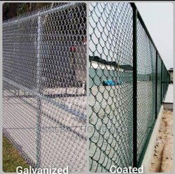 Installation de clôture en grillage galvanisé