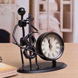 Horloge avec figurine