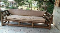 Canapé en rotin et meubles TV
