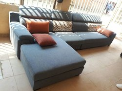 Sofa, TV plasma LG, tapis